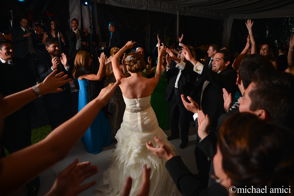 La novia baila muy funky